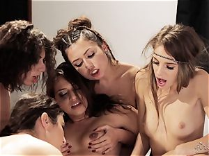 Bree Daniels and her buddies have a girly-girl sex