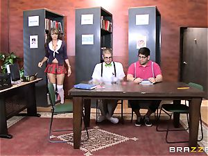 Nerdy dude penetrates college cutie Cassidy Banks