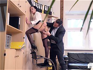 arses Buero - chief pummels German babe at job interview