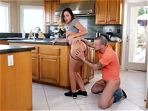 Kitchen pulverize with ultra-kinky Jaye Summers