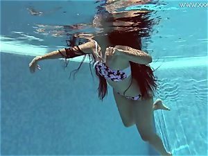 Andreina De Luxe in erotic underwatershow