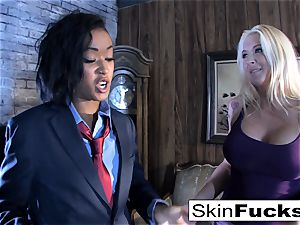 Skin's lesbo Dr. Who assfuck with Leya