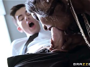 massive funbag horn milf Diamond Jackson exploits her youthful assistant Jordi El