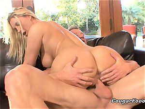 chesty milf blonde gets doggystyled and creampied
