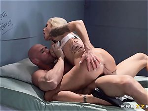 Nina Elle pummels a killer con in front of her cheating hubby