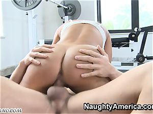 physical Education lessons with big-chested milf Lisa Ann