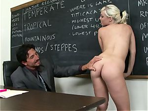Classroom hotty Britney Amber gets a lesson in providing head