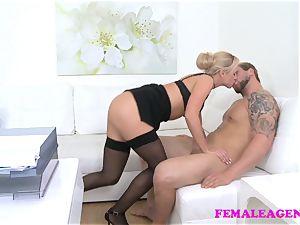FemaleAgent Bodybuilder porks beautiful blonde agent