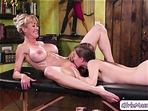 masseur Jill Kassidy massage Brandi love body and eats her humid slit