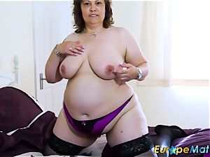 EuropeMaturE busty curvy Mature toy getting off