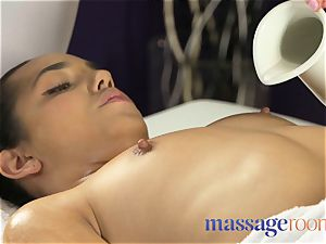 massage rooms hefty funbags sapphic gives Dutch gal
