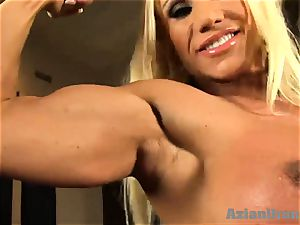 Buff ash-blonde inserts ginormous glass faux-cock in her honeypot