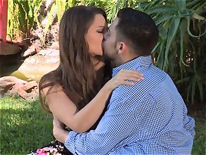 Facade Sn 4 go on a scorching picnic with beautiful Cassidy Klein