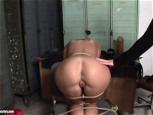 Kathia Nobili lets a super-steamy lady gargle her cord on