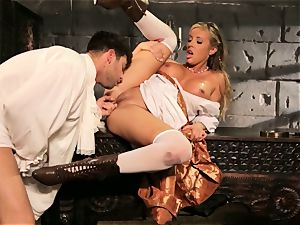 Fairytale babe Samantha Saint gets to penetrate her prince
