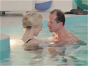 RELAXXXED - buxomy brit stunner loves torrid pool bang-out